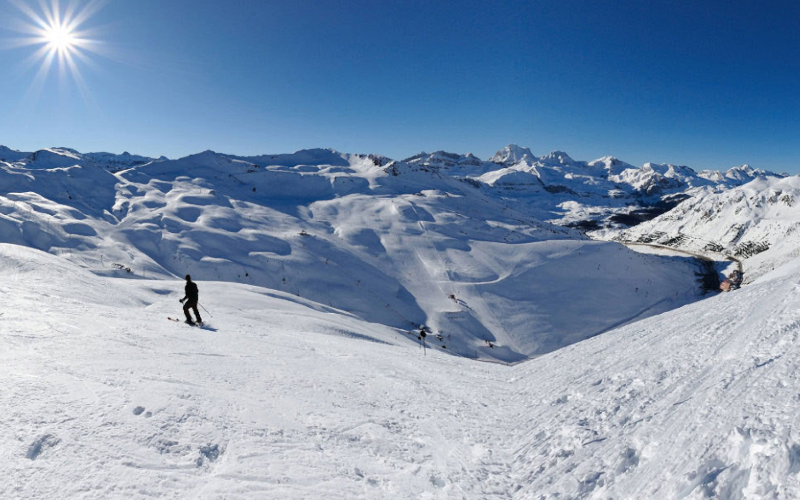 astun dia pleno de esqui