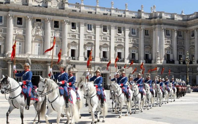 cambio de guardia palacio real, relevo solemne palacio real, palacio real madrid