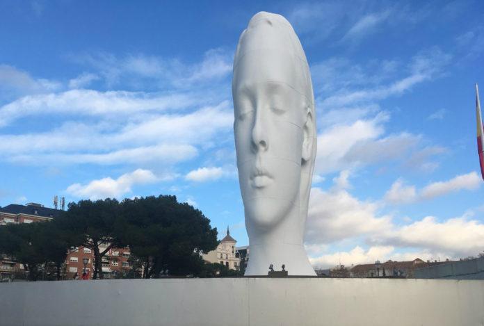estatua julia colon, julia colon, estatua cabeza colon